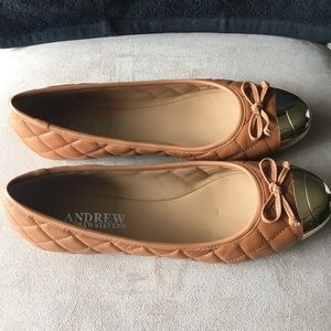 🆕🆕 ANDREW STEVENS QUILTED TAN AND GOLD FLATS